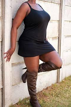 female/ebony/daria-curvy-bangkok-ebony-masseuse-escort-01_1513578084.jpg