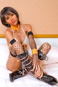 mint-thai-ladyboy-mistress-bangkok-03